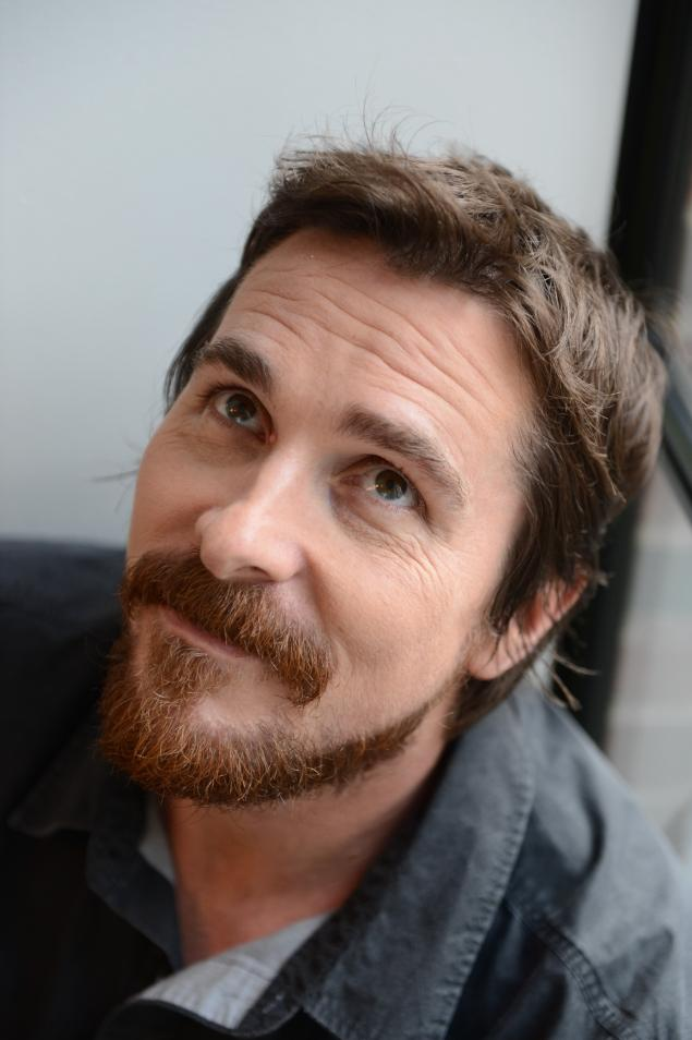 Ny Daily News Christian Bale Goes From Playing Batman To Conman