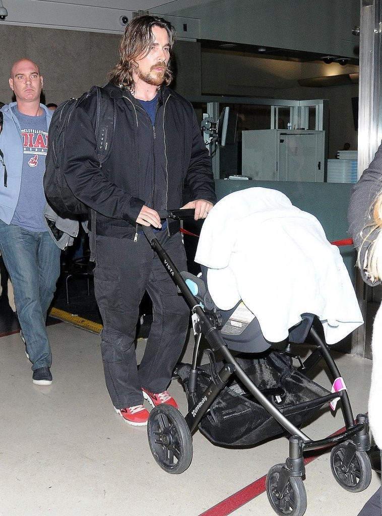 Christian+Bale+Christian+Bale+Arrives+LAX+0cmgZBEqRMAx