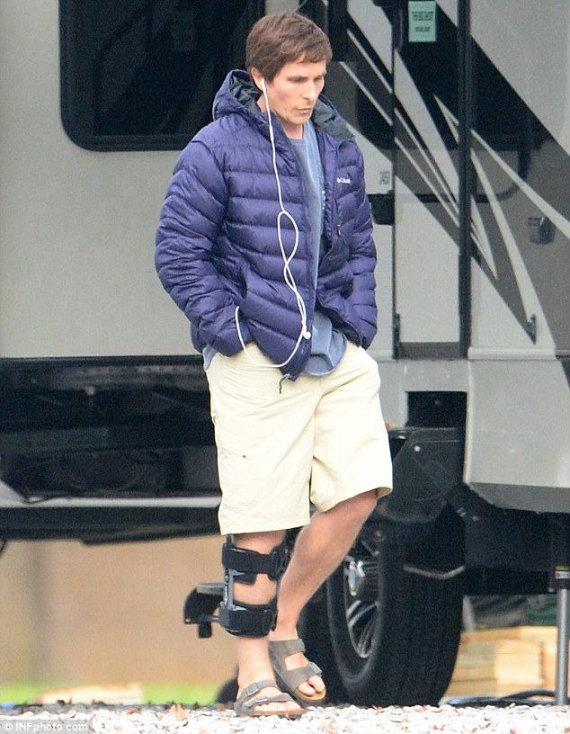 26EE40D200000578-3009880-What_happened_Christian_Bale_is_seen_sporting_a_knee_brace_on_th-a-9_1427226520847