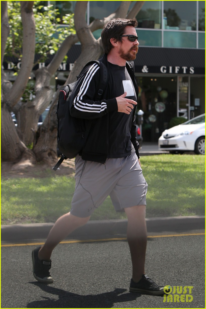 christian-bale-steps-out-in-his-workout-gear-for-a-meeting-03