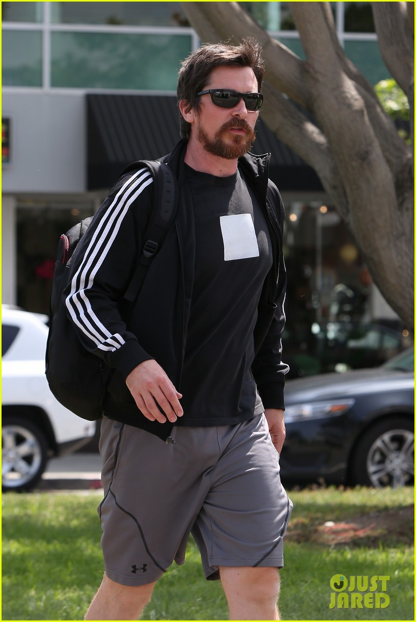 christian-bale-steps-out-in-his-workout-gear-for-a-meeting-10