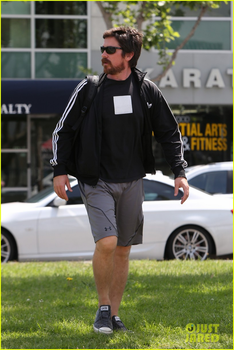 christian-bale-steps-out-in-his-workout-gear-for-a-meeting-22